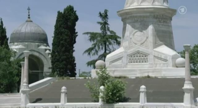 Türkischer Ehrendenkmal zu Ehren von türkischen Massenmördern