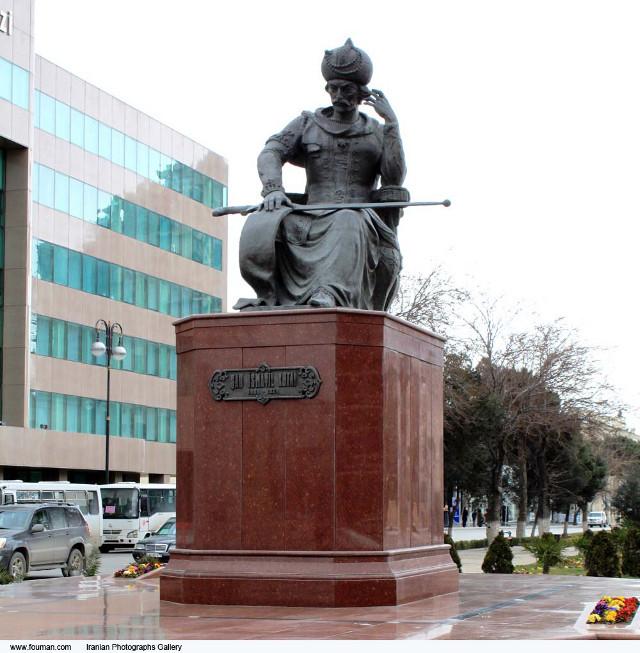 Baku_Shah_Ismail_Safavi_Statue