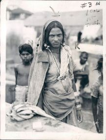 Unberühbare - English: Dalit or Untouchable Woman of Bombay (Mumbai) according to Indian Caste System - 1942