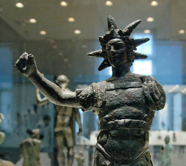 Statuette_Helios_Louvre