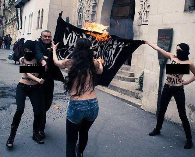 Femen fickt ISIS IS