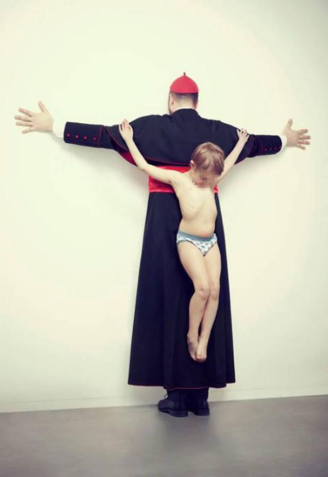 Diener Gottes mit gekreuzigtem Kind