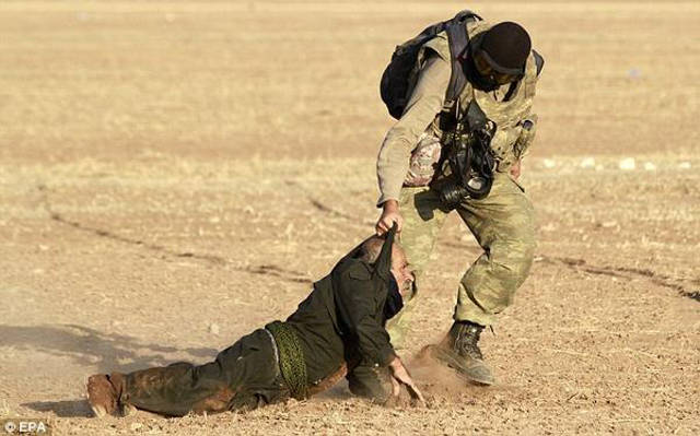 Kurd gets beaten by Turkish soldier in Kobane