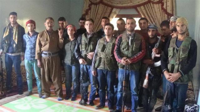 Kurdische Familie reist nach Kobane um die Stadt zu schützen