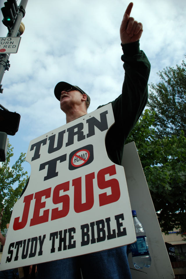 Christian_Demonstrator_Preaching_at_Bele_Chere_2007 - Urheber Michael Tracey from Ashevillle, NC, USA