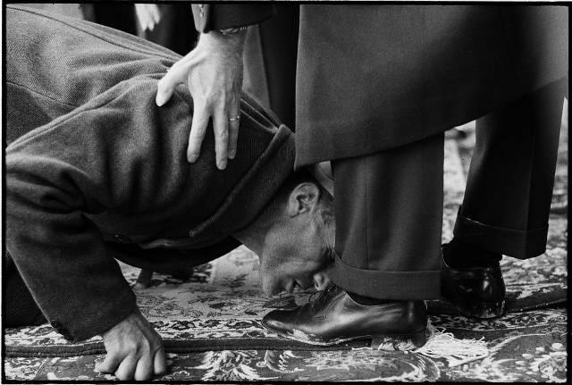 Shah feet kissing
