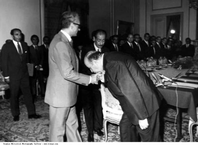 Pahlavi_Mohammad_Reza_Shah_Hoveida