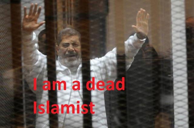l-ancien-president-islamiste-mohamed-morsi-lors-de-son-proces-le-8-janvier-2015-au-caire