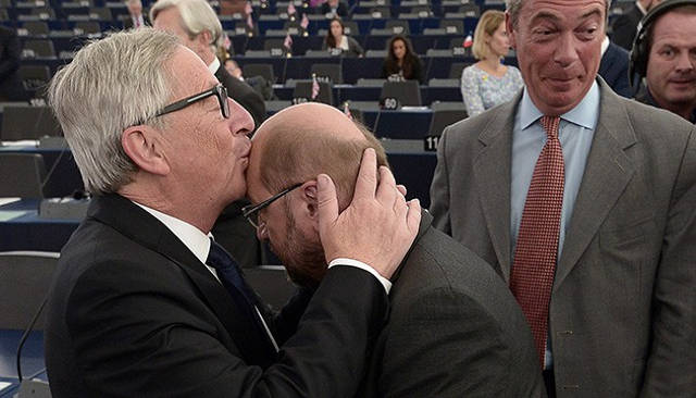 Schulz kissing