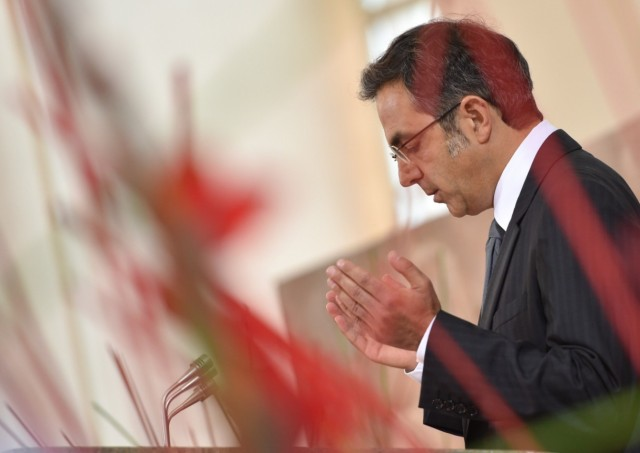 kermani-beim-beten